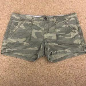 Super soft green camo shorts!